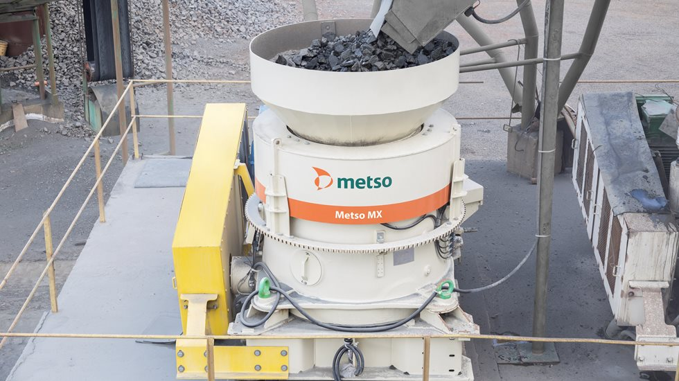 Metso MX cone crusher fed with aggregate.