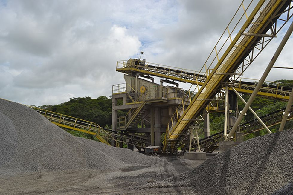 Screen at a Beira Rio quarry.