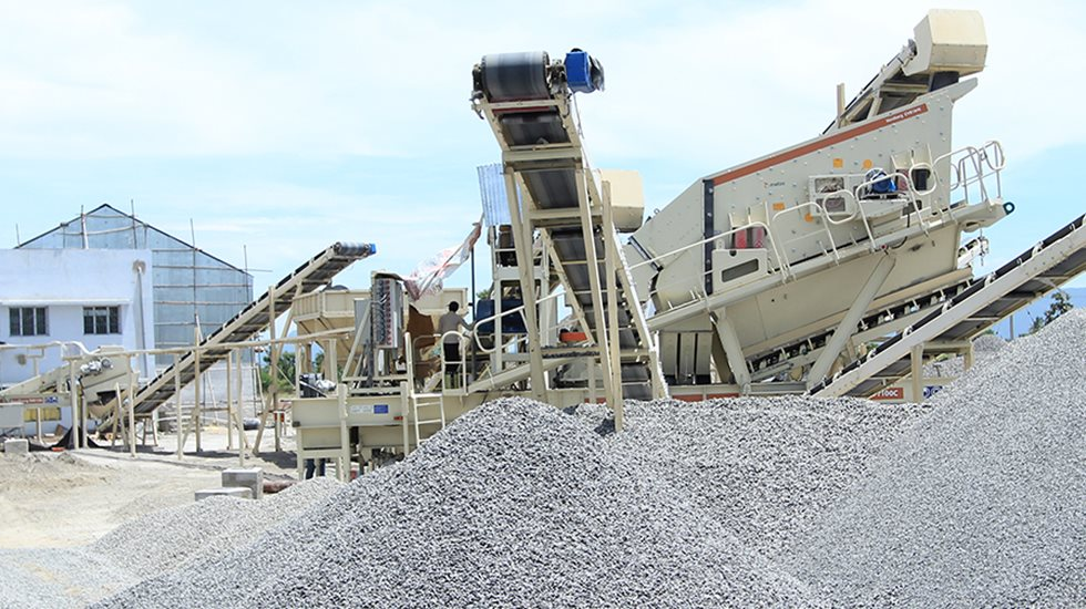 Piles of aggregate and a CVB screen at ARN Blue Metals site.