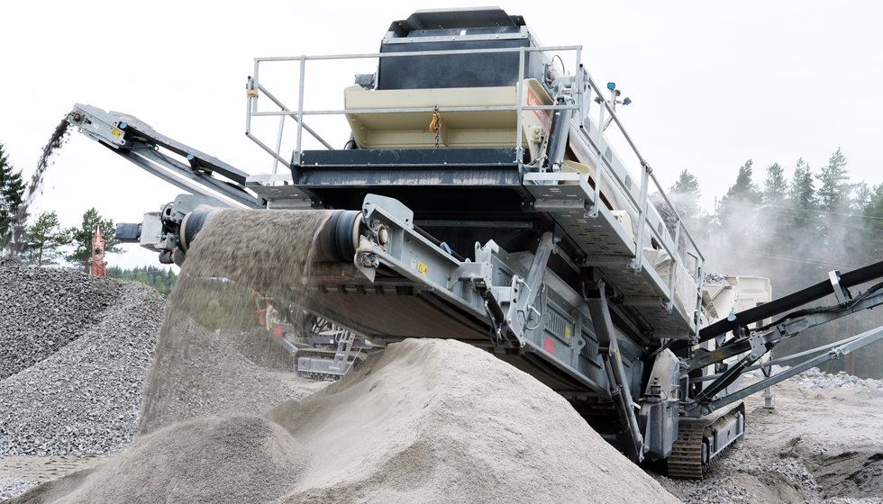 Metso's ST3.8 mobile screen at Sydänmaa farm