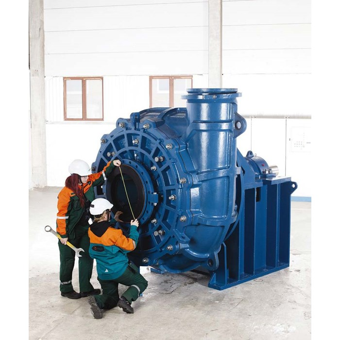 Experts looking at Metso MD slurry pump.
